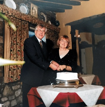 Mum and Dad would have been married for 60 years on 10th January. Here they are celebrating 40 years in 1999.